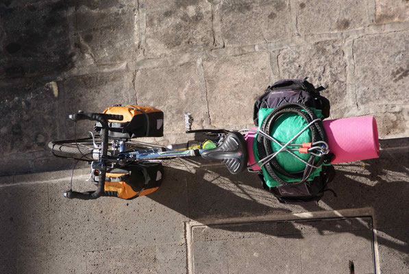 Top view of Jorges bike. The first and only touring cyclist we met on the mainland so far.