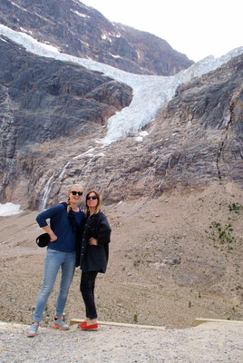 """click"" in front of Angel Glacier close to Jasper"