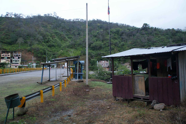 Our little house at the boarder on the Ecuador side. You can  see Peru already on the other side of the bridge.