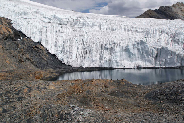 Beautiful glacier Pastoruri.
