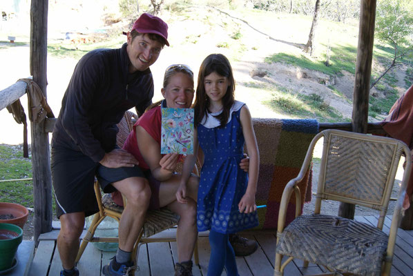 We visited Mario, how helped us out the night before, at the farm. Alya, his daughter made a wonderful painting for us.