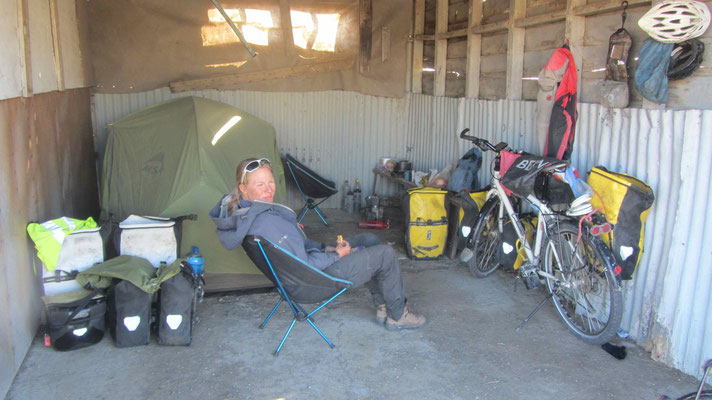 More than once we pitched our tent in a garage. Here at the Carabineros de Chile.