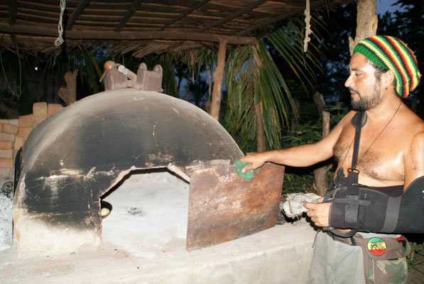 Antonio and his bread-oven. We ate the best bread since a very long time.