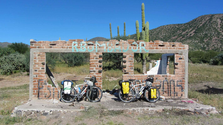 Time for a break on the long 110km strech to Loreto.