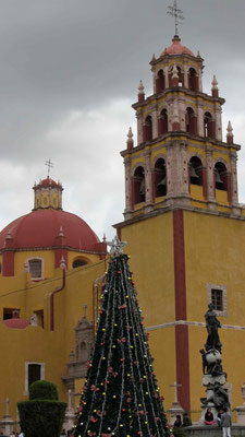 ... in front of Guanajuato's cathedral.
