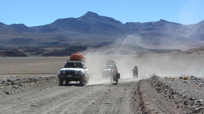 Lot's of Tourists in the Jeeps. Tehy do the same road in 2-3 days from Uyuni (Bolivia) to San Pedro de Atacama (Chile). We had totally 8 days.