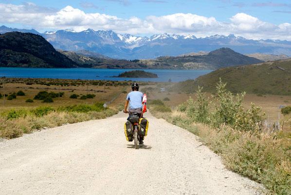 Arriving at Lago General Carrera, a few km before Rio Tranquillo.