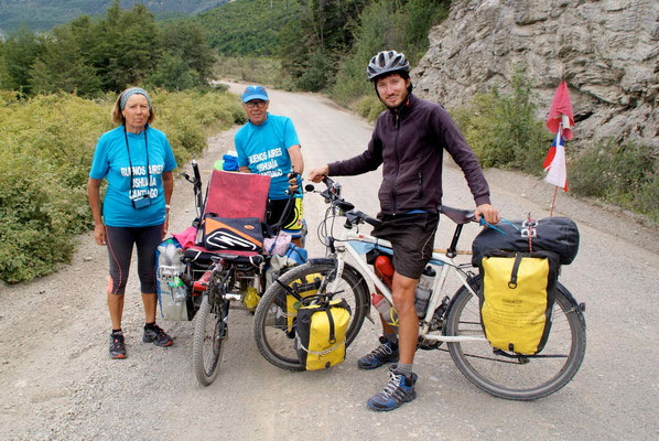 Jean from France (68 years old) with his wife, cycling from Buenos Aires to Santiago via Ushuaïa.