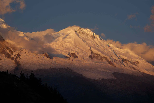 First view of the Cordillera Blanca. So nice. The highest mountain in Peru, Huáscarán (6,768 meters above sea level).