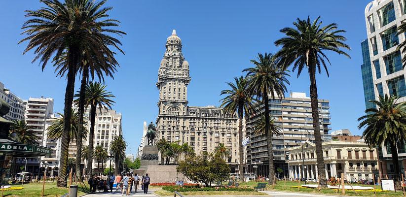 Plaza de Independencia in Montevideo