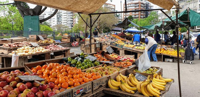 Der Markt, gleich um die Ecke von unserem Apartement