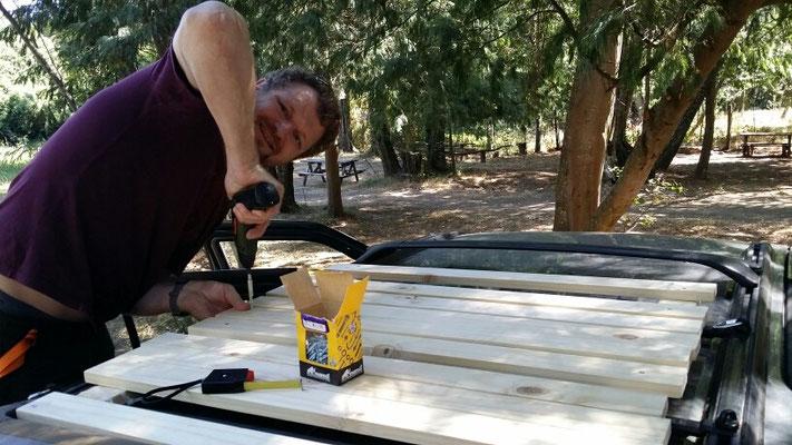 Pit musste wieder mal was zu arbeiten haben. Dachträger funktioniert einwandfrei!