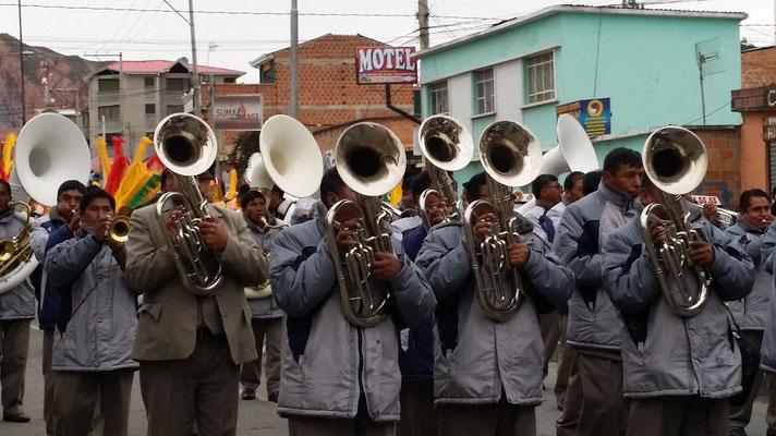 Zeremonie in Mallassa/La Paz. Hochzeit oder Begräbnis, das war nicht eindeutig zu erkennen.
