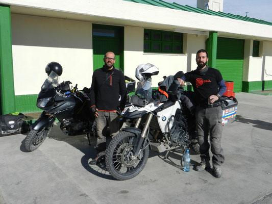 Thibau & Chris aus Frankreich - hatten auch kein 'nafta' mehr in Tres Lagos