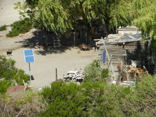 Einfache Hütte im Niervana: aber Solarpanel haben wir.