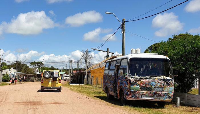 Hippiebus in der Hippietown Barra de Valizas