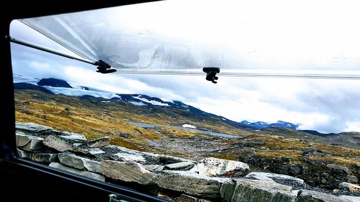 Auf der Sognefjell Hochebene: wunderschöner Ausblick am Morgen aber kühl war's