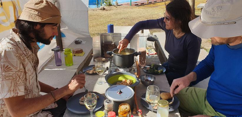 Heutiges Sonntagsmenu: Fondue mit Mozzarella und Sardo... seeeehr lecker