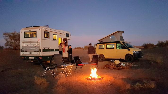 Lagerfeuerromantik in der Sahara...
