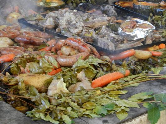 Curanto (eigentlich eine Spezialität aus Chiloé/Chile), gab es auch in der Colonia Suiza in Bariloche.