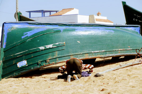 Am Strand von Oualidia wird zu jeder Tageszeit gebetet. Was sein muss, muss sein!