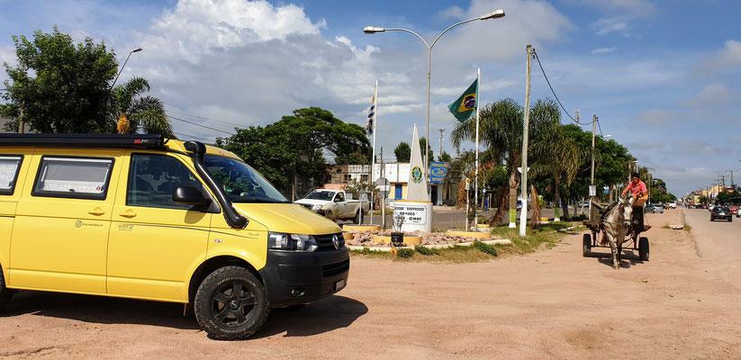 Chuy die Grenzstadt: links Uruguay, rechts Brasilien