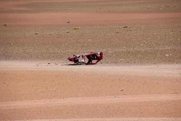 Überbleibsel von der Dakar: der hat's wohl nicht bis ins Ziel geschafft
