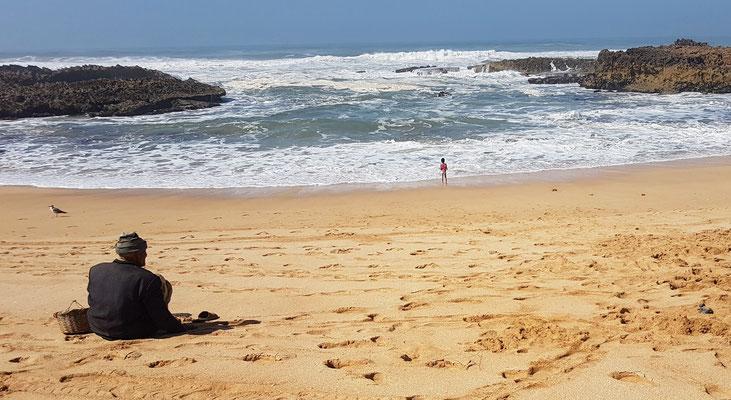 ...direkt daneben der schöne Strand mit den Dünen.