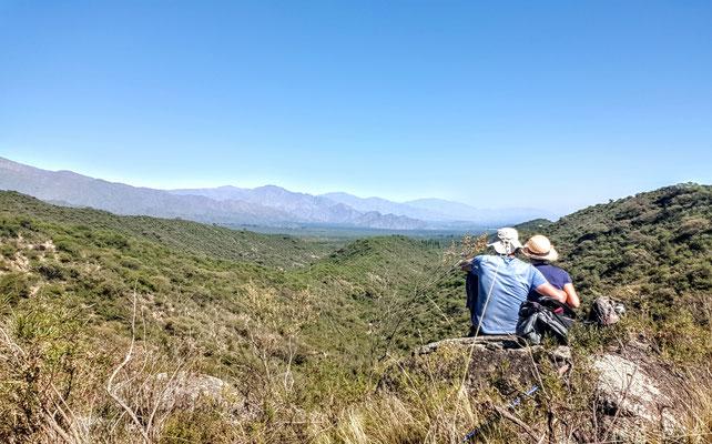 Wunderschöne Berge um uns herum laden zum wandern ein