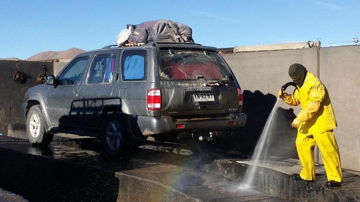 Autowasch nach dem Salar: das Salz muss weg!!