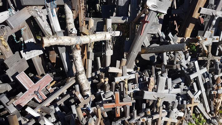 Unser selbst gebasteltes Kreuz steht jetzt auch da