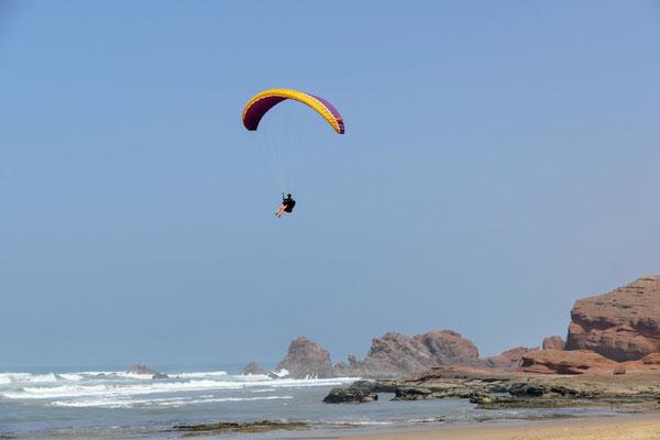 Die Klippen sind auch bei Paraglidern beliebt