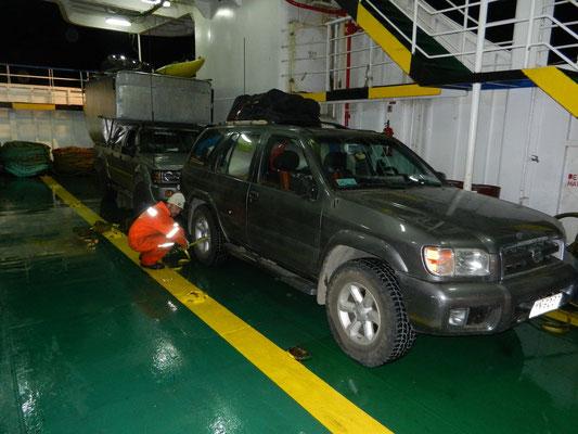 Überfahrt mit der Fähre von Chiloé nach Chalten: Mariomobil und Gabriel