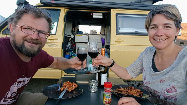 ...mit lecker Wein. So macht Vanlife Spass!