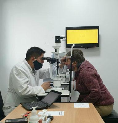 Wir brauchen eine neue Brille: Augentest bei Dr. Cerezo