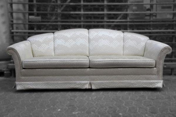 Das 24 Jahre alte Sofa von FROMMHOLZ ist im Polster noch immer sehr gut erhalten ...