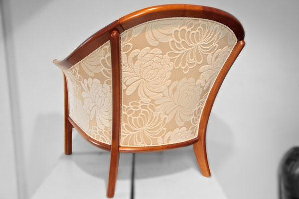 ... und haben somit den Polstermöbeln - auch von hinten betrachtet - wieder viel Eleganz verliehen.