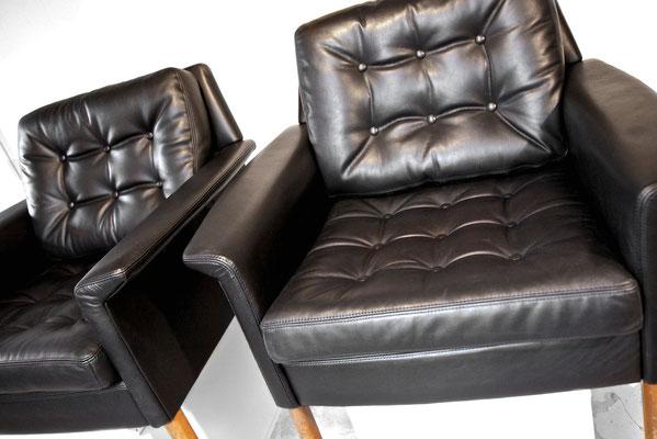 wir haben die gleiche Lederqualität in unserer Kollektion wie damals und stellen mit neuer Gurtung, neuer Polsterung und dem org. Lederzuschnitt einen Neuzustand der Möbel her.