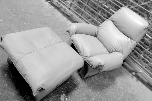 Mit einem Neubezug in unserem hochwertigen Anilinleder wird der Sessel wieder zu einem Highlight in Ihrem Wohnzimmer.