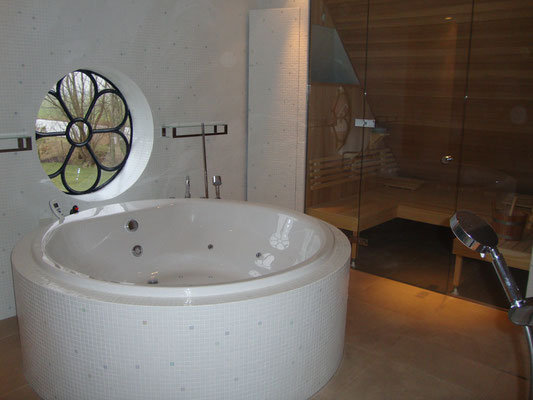 Whirlpool Bad Informatie : Whirlpools en baden total wellness company