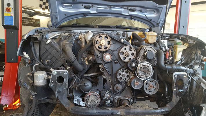 Distribution + pompe à eau + entretien sur une Passat Volkswagen