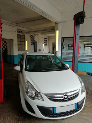 Remplacement disques/plaquettes avant - Opel Corsa