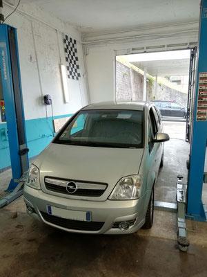 Distribution + pompe à eau / courroie accessoire - Opel Meriva