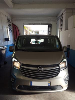 Remplacement feu ar - Opel Vivaro