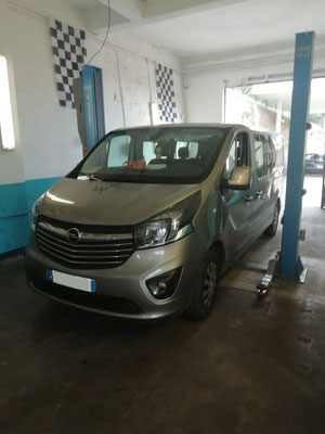 "Achat de 4 pneus ""CONTINENTAL"" - Opel Vivaro"