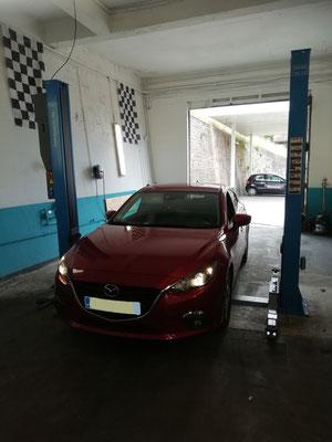 Remplacement plaquettes AV - Mazda 3