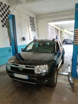 Remplacement disques + plaquettes AV + pneus AV + géométrie - Dacia Duster