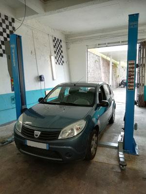 Remplacement disques/plaquettes AV + biellettes barres stabilisatrices + montage/équilibrage pneus - Dacia Sandero