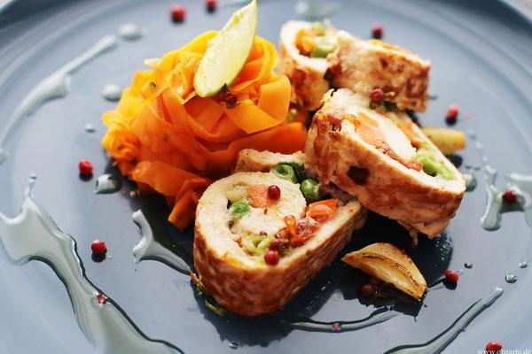 Karotten Tagliatelle und Putenroulade mit Gemüse