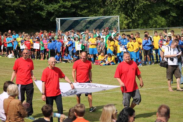 Die vier SG-Vereine vertreten durch Jörg Wiese (FCD), Reinhold Paul (JSG), Mike Hilger (RSV) und Oliver Duhnke (SVF)